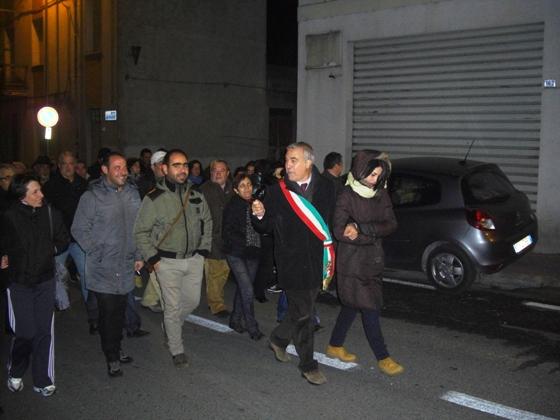 Il sindaco Franco Pinna apre il corteo