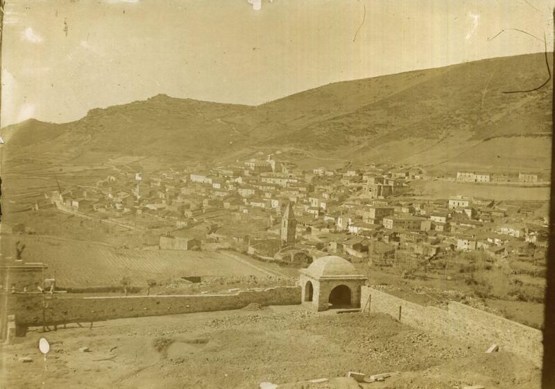 """Orani nel 1906. In primo piano """"Campusantu vezzu"""""""