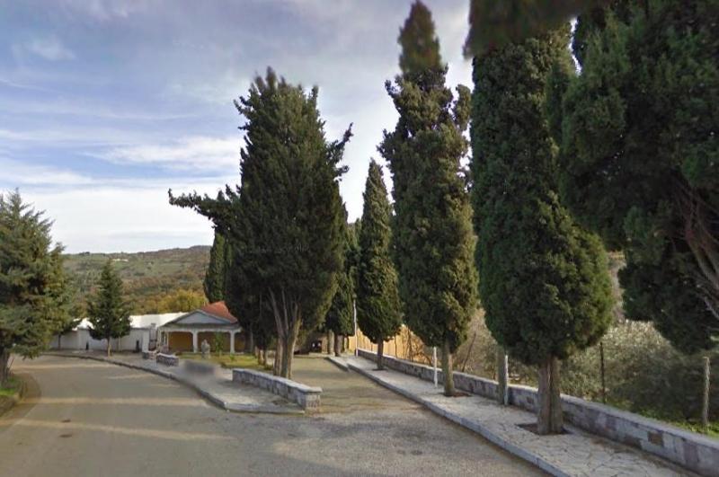 L'esterno del cimitero di Oniferi