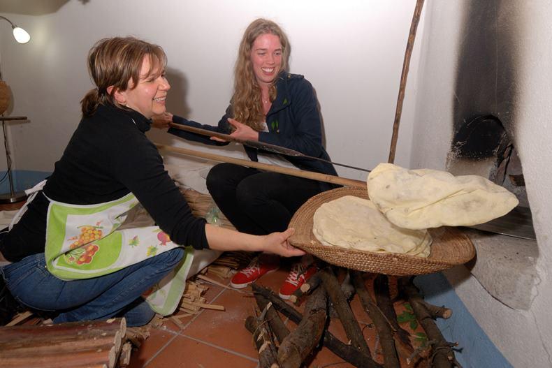 Giovane studente si cimenta al forno (F. G. G. Murgia)