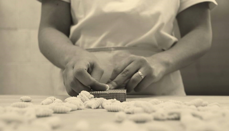 La lavorazione della pasta (Foto Fabio Manca)