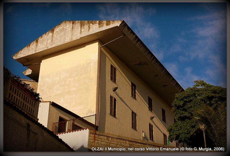Il Municipio di Olzai (foto G. Murgia, 2006)