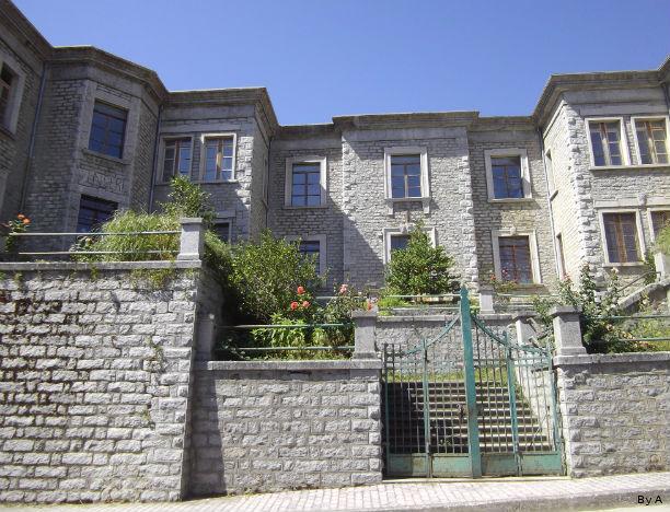 L'edificio scolastico Deledda a Fonni