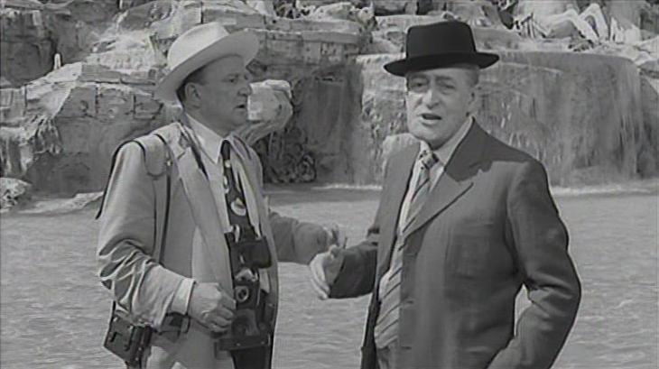 Un fermo immagine dal film Tototruffa 62.