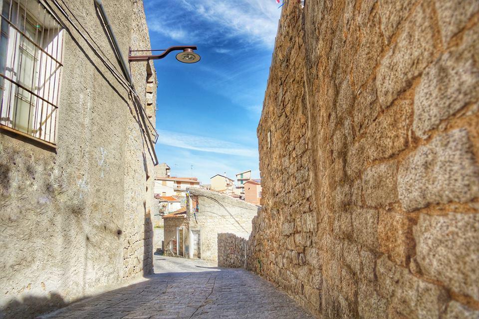 Il caratteristico centro storico di Ollolai in uno scatto di Fabio Manca