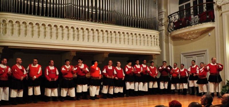 Il coro Zente Sarda (immagine tratta dal sito web dell'associazione)
