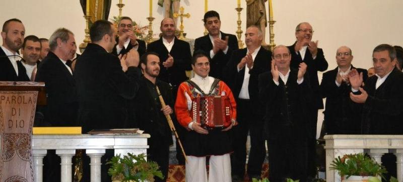 Il coro in una esibizione recente (http://www.coroovodda.it)