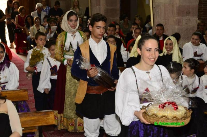 Le varianti del costume tradizionale olzaese in un'immagine della proloco (Ph Pietro Murgia)