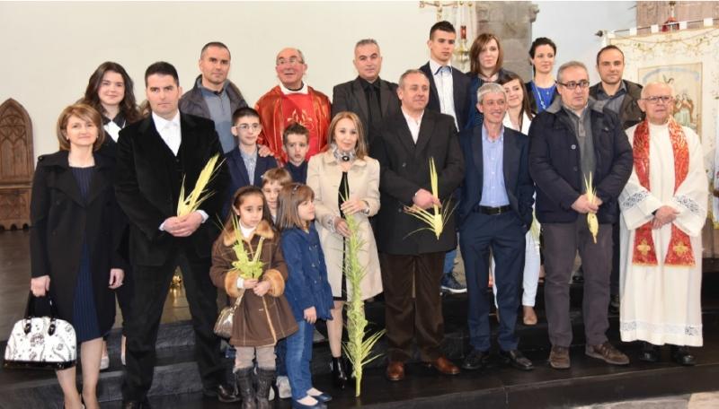 Don Pietro Puggioni con i nuovi priori fonnesi