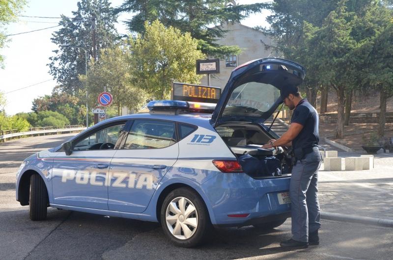 Nuoro le nuove auto della polizia con un elevatissimo for Disegni di posto auto coperto in piedi