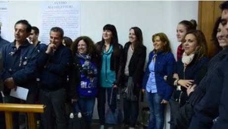 Il momento della proclamazione a sindaco di Ester Satta (al centro)