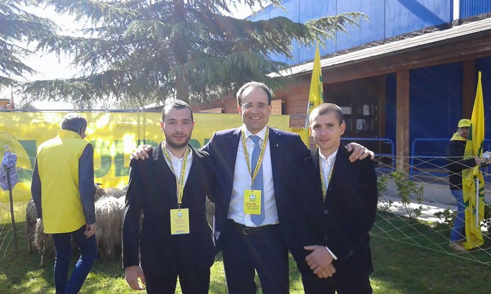 Roberto Moncalvo, presidente Coldiretti Nazionale con due giovani pastori barbaricini
