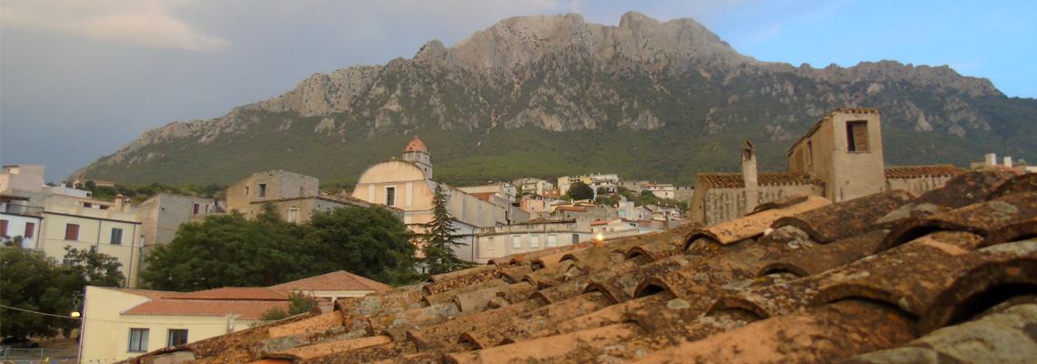 Immagine di Oliena tratta da http://www.parrocchiaoliena.it