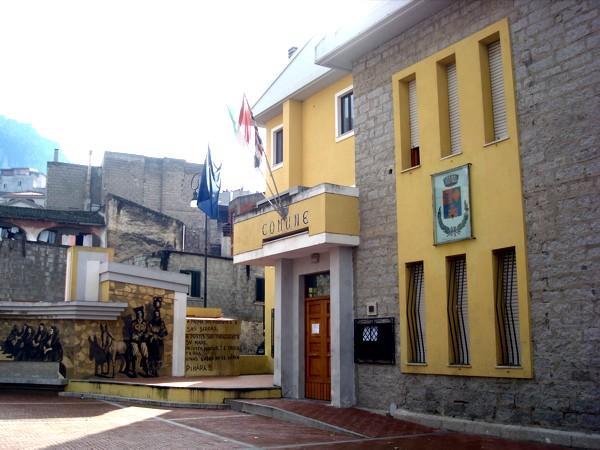 Il municipio di Oliena (foto da wikimapia)