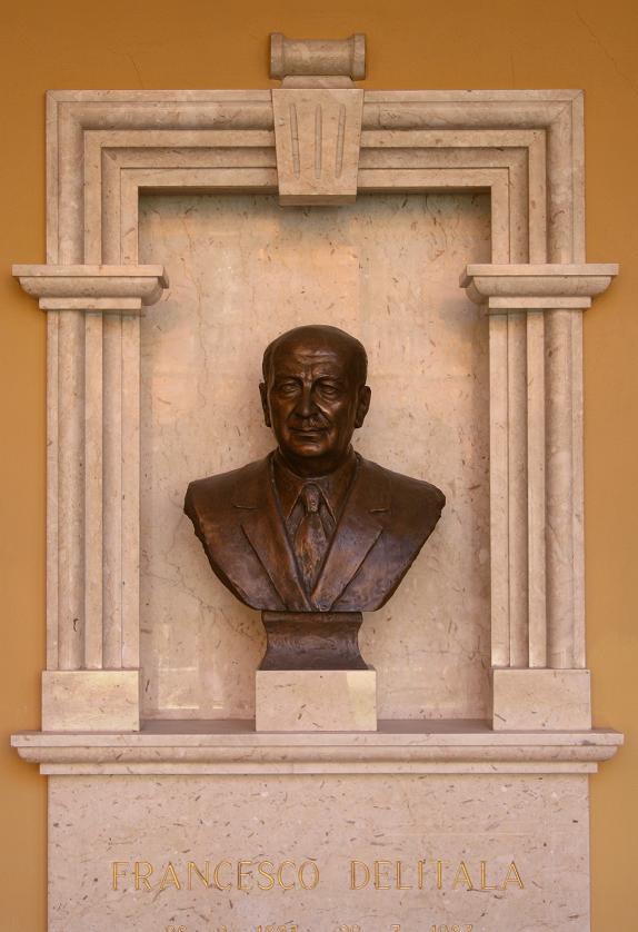 Busto di Francesco Delitala, direttore dell'Istituto Ortopedico Rizzoli dal 1940 al 1953 (fonte immagine Istituto Ortopedico Rizzoli)