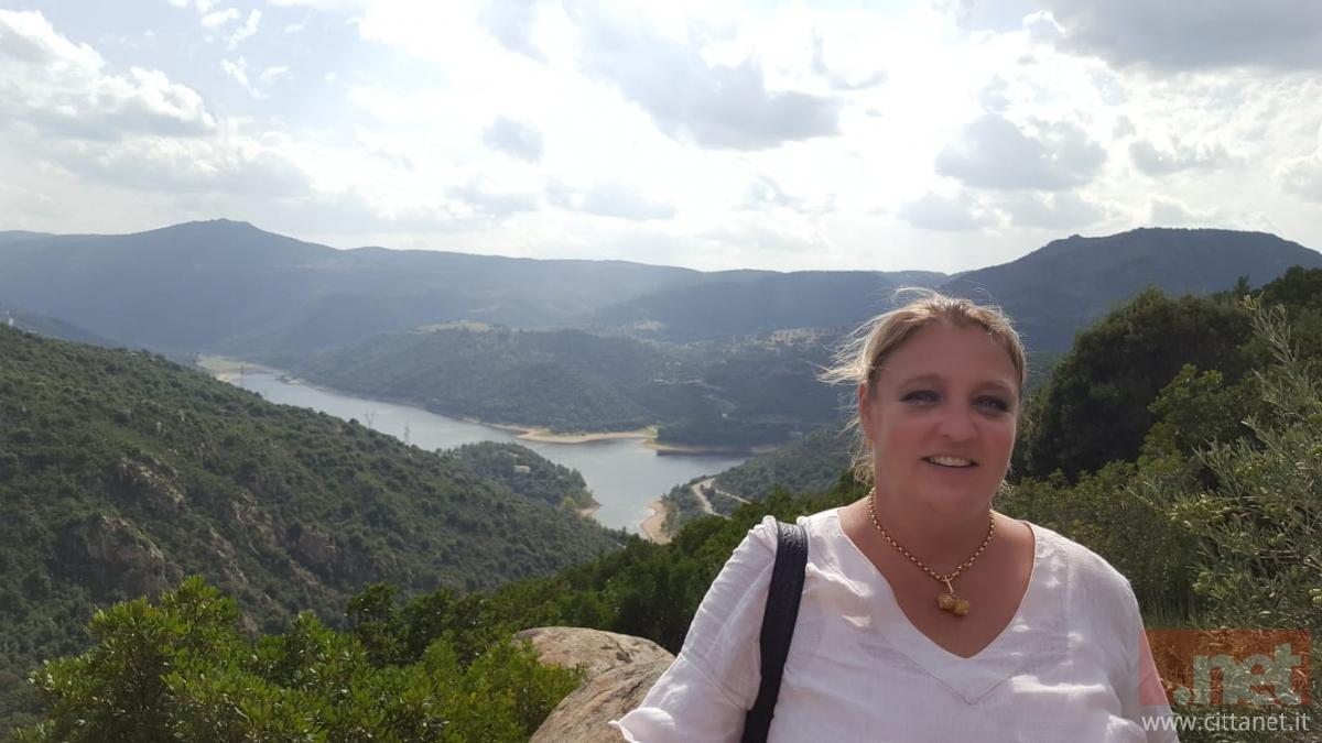 Gaby Fouraschen e alle spalle il lago Cuchinadorza