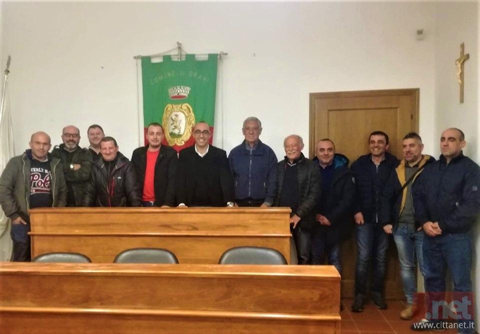 Il sindaco Antonio Fadda con i componenti della associazione Protezione Civile Orani