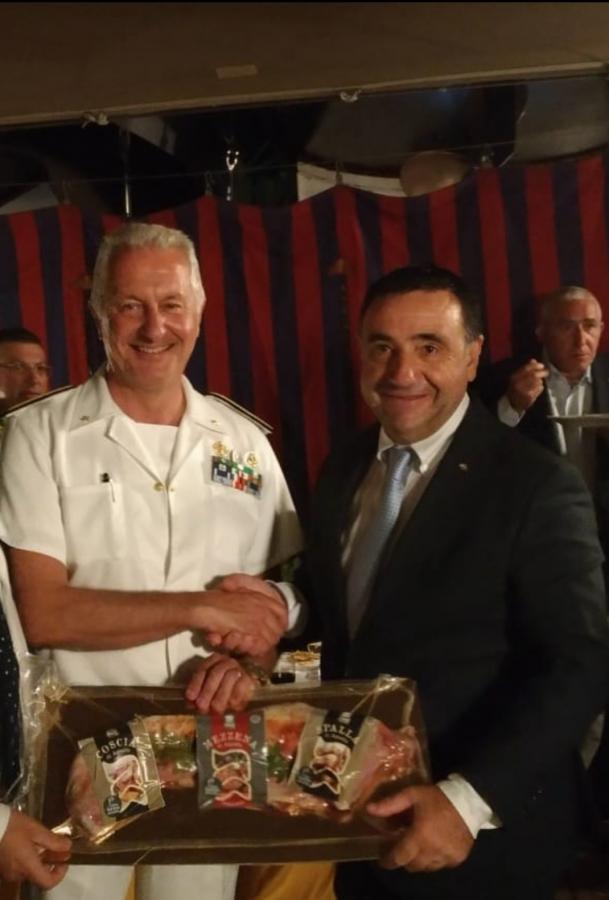 Il presidente del Contas Battista Cualbu e il contrammiraglio Enrico Pacioni