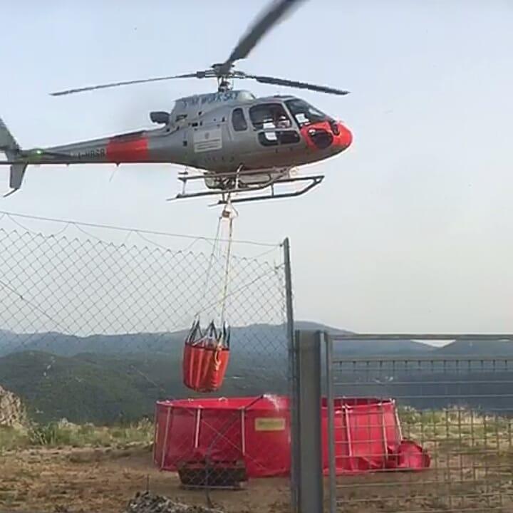 L'elicottero in azione il 24 giugno scorso. Foto Antonio Moro