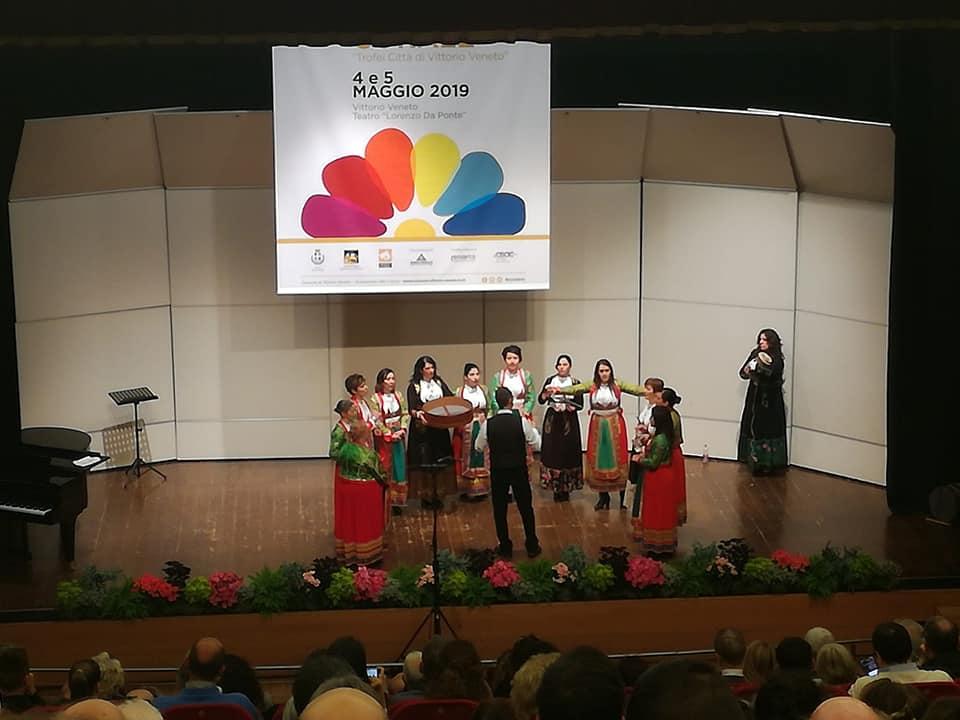 Il coro Eufonia durante l'esibizione al Concorso di Vittorio Veneto