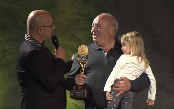 Badore Bussu al momento della premiazione (immagine dal sito https://www.italiancheeseawards.it/)