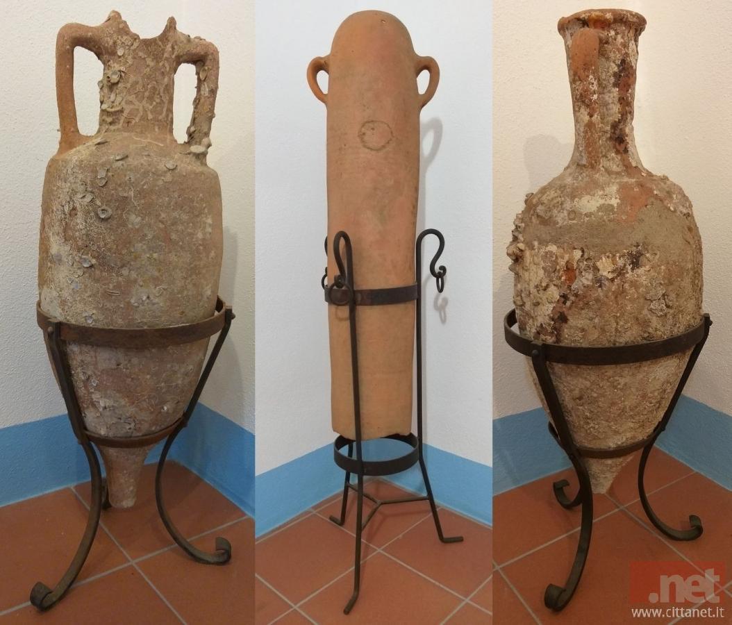 Le tre anfore ora ospitate nel Museo Carmelo Floris