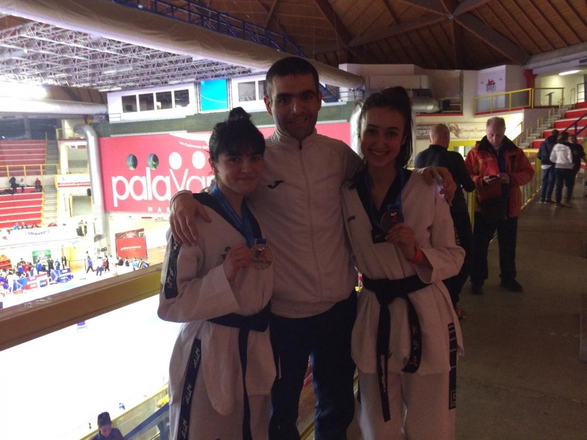 Chiara Palmas e Clara Forma con l'allenatore Efrem Arbau