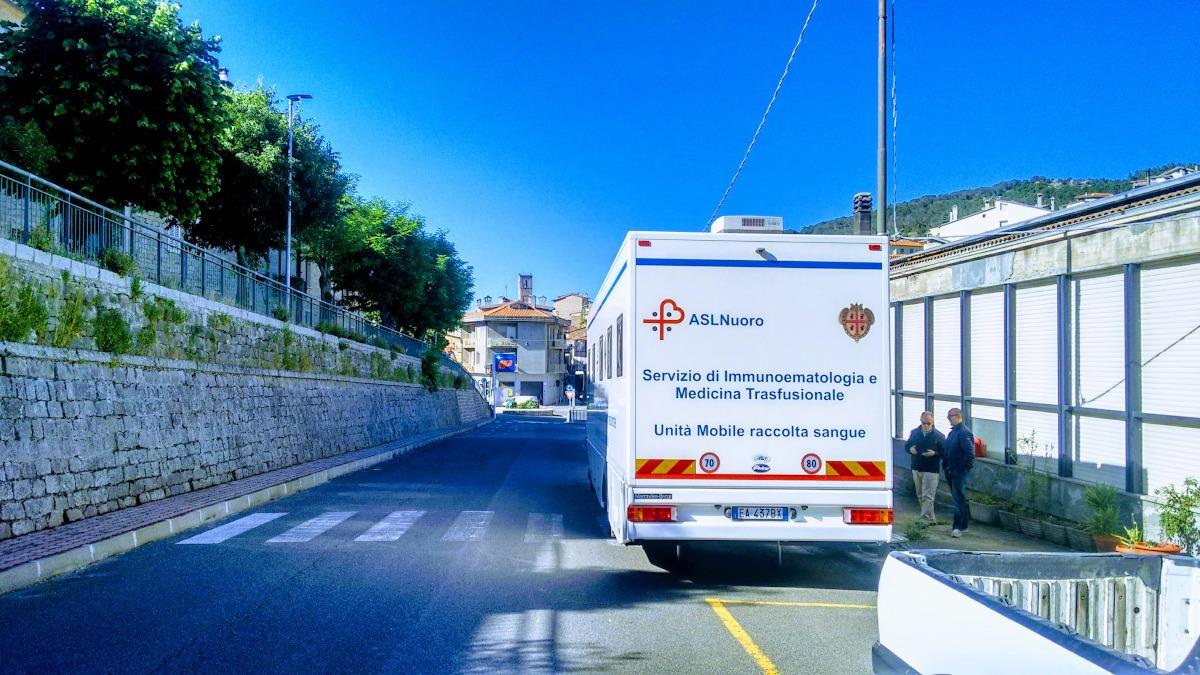 L'autoemoteca per la donazione del sangue in viale Repubblica